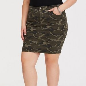 Torrid Twill Camo Skirt NWT Size 16
